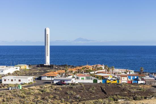 gerhard-wild-la-salemera-and-lighthouse-in-the-background-tenerife-la-palma-canary-islands-spain-europe