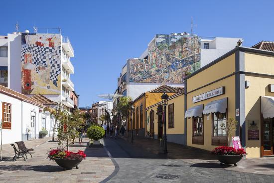 gerhard-wild-pedestrian-area-in-the-old-town-of-los-llanos-la-palma-canary-islands-spain-europe