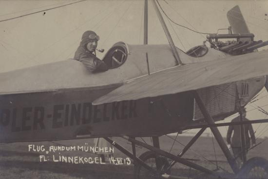 german-aviator-gino-linnekogel-making-a-flight-around-munich-14-june-1913