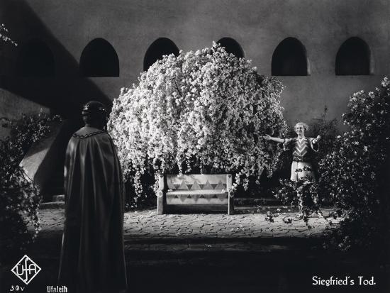 german-photographer-still-from-the-film-die-nibelungen-siegfried-with-paul-richter-1924