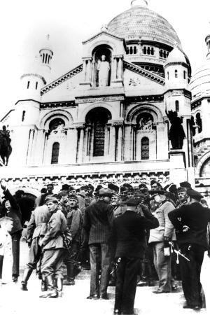 german-soldiers-outside-the-sacre-coeur-montmartre-paris-10-october-1940