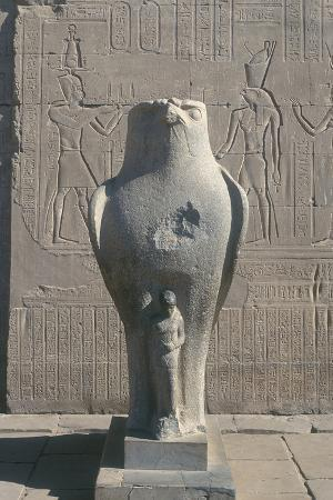 giant-statue-of-the-ancient-egyptian-falcon-headed-god-horus-edfu-egypt