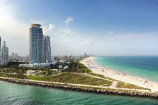 gino-santa-maria-miami-beach-in-florida-with-luxury-apartments-and-waterway