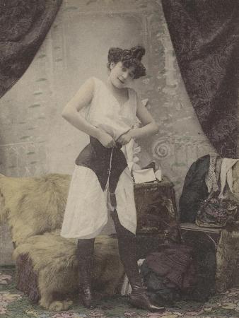 girl-undoing-her-corset