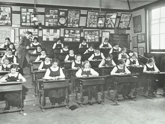 girls-in-a-classroom-tollington-park-central-school-london-1915