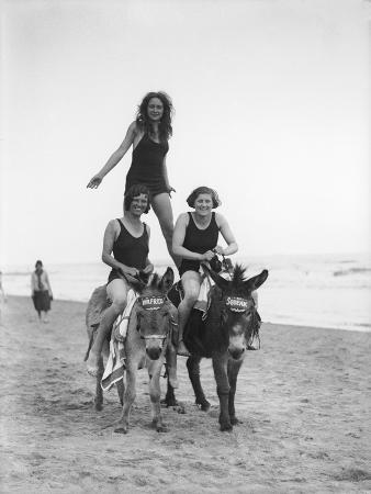 girls-on-donkeys-1920s
