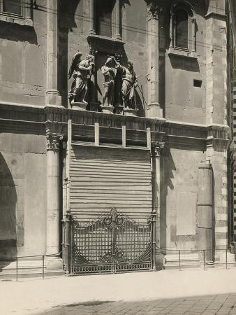 giuseppe-giani-protecting-the-gates-of-paradise-of-the-baptistery-during-the-first-world-war-florence