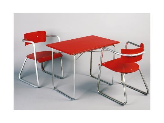 giuseppe-terragni-kindergarten-table-and-chairs-1930-1940