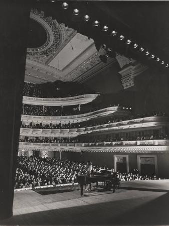 gjon-mili-singer-marian-anderson-performing-for-an-audience-at-carnegie-hall