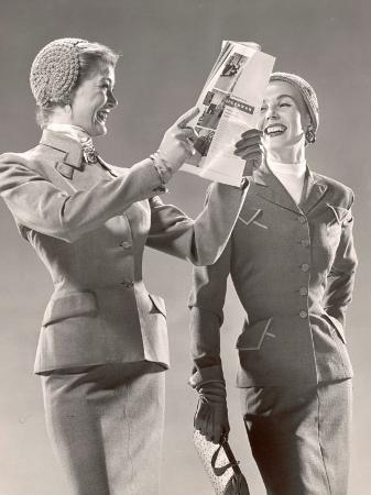 gjon-mili-two-models-wearing-suits-with-fitted-jackets-and-narrow-skirts-crocheted-hats-1946