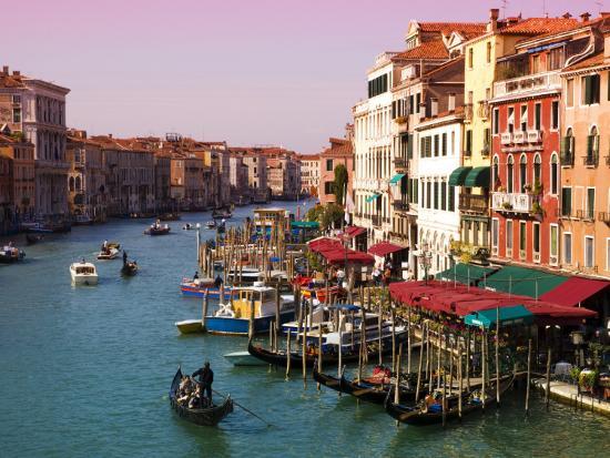 glenn-beanland-gondolas-on-the-the-grand-canal