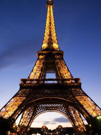 glenn-beanland-the-eiffel-tower-at-dusk-paris-france