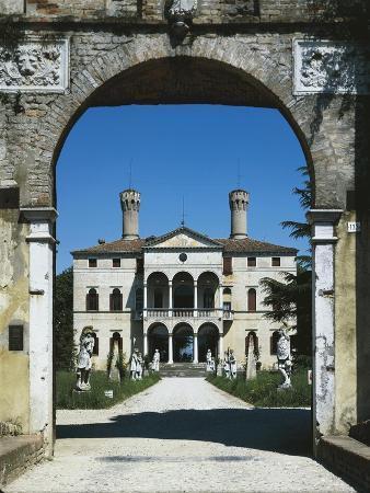 glimpse-of-villa-giustinian-or-castello-ciani-bassetti-roncade-veneto-italy-16th-century
