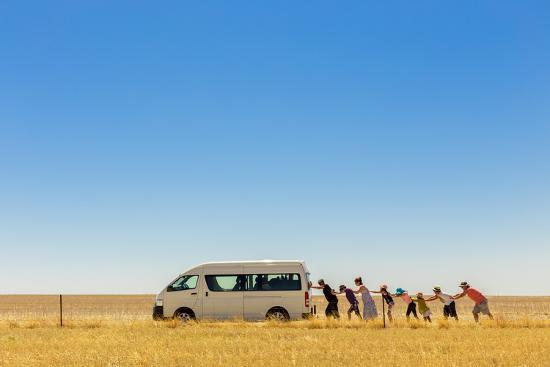 gloria-salgado-gispert-2-500-km-around-australia