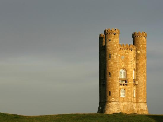 glyn-thomas-broadway-tower-standing-prominently-in-the-cotswolds