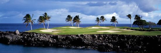 golf-course-at-the-seaside-hawaii-usa