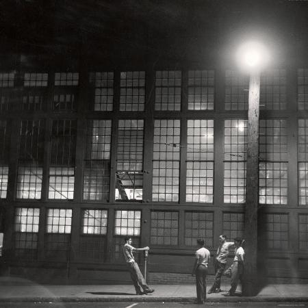 gordon-parks-teenage-boys-whiling-away-a-summer-night-on-the-street