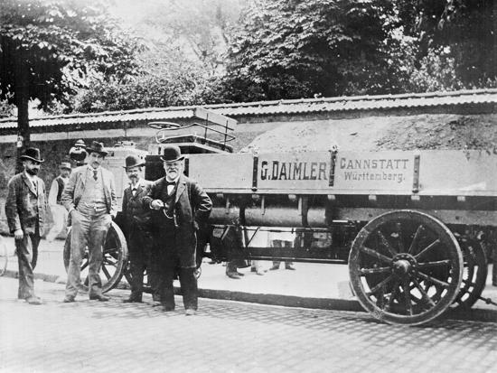gottlieb-daimler-posing-with-others-at-truck