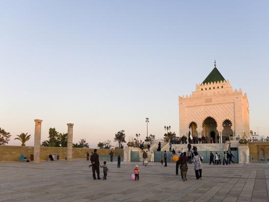 graham-lawrence-visitors-amongst-the-columns-at-the-unfinished-hassan-mosque-and-mausoleum-of-mohammed-v-morocco