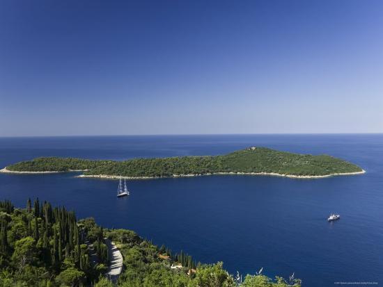 graham-lawrence-yacht-moored-off-the-dalmatian-coast-croatia
