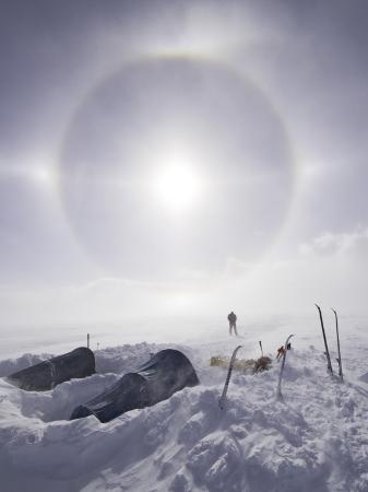 grant-dixon-solar-halo-due-to-blowing-snow-and-ice-crystals-above-southern-patagonian-icecap