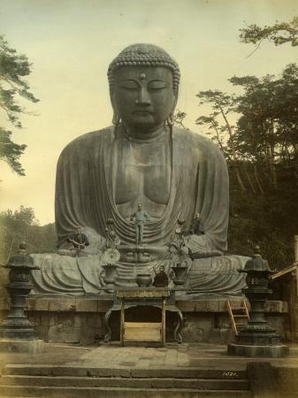 great-statue-of-buddha-daibutsu-at-kamakura-in-japan