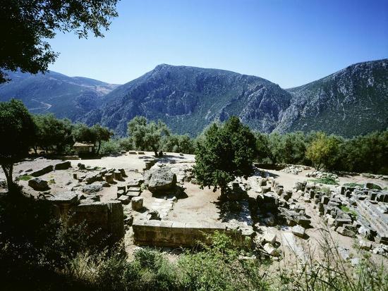 greece-delphi-temple-of-athena-pronaia-6th-century-bc-ancient-greece