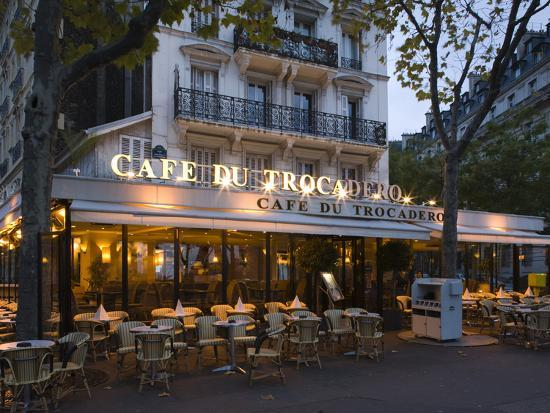 Chairs and tables in a restaurant at dawn cafe du for Restaurant jardin ile de france
