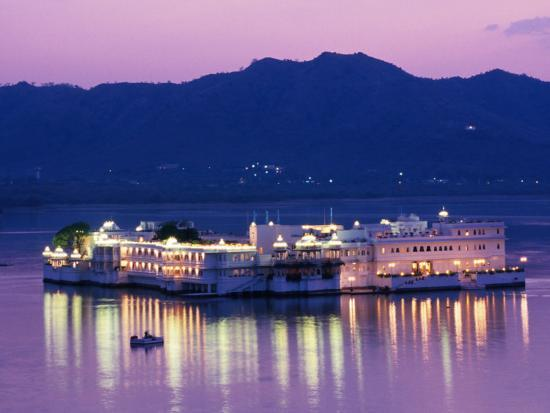 greg-elms-lake-palace-hotel-on-lake-pichola-udaipur-rajasthan-india