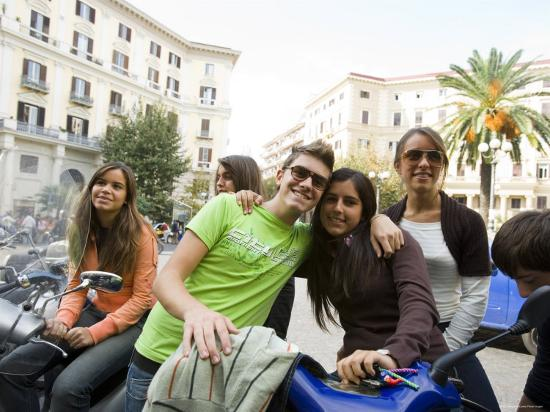 greg-elms-teenagers-hanging-out-in-piazza-vanvitelli-vomero-naples-campania-italy