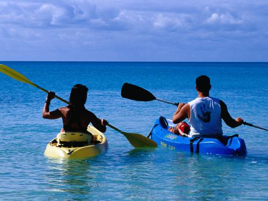 greg-johnston-man-and-woman-kayaking-on-fernandez-bay-cat-island-bahamas