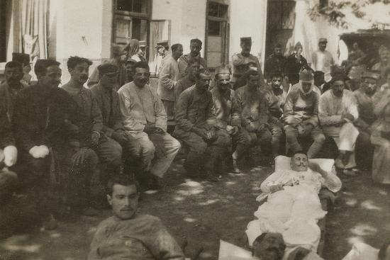 group-of-wounded-soldiers-in-a-military-hospital-during-the-first-world-war