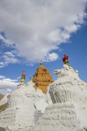 guido-cozzi-beautiful-stupa-in-downtown