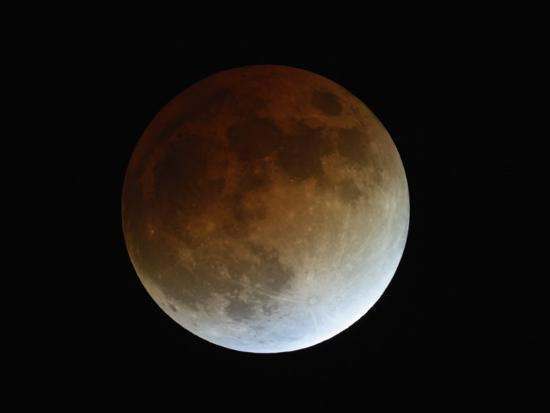 guillermo-gonzalez-total-lunar-eclipse-during-totality-the-center-of-the-umbra-is-at-the-upper-left