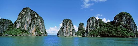 halong-bay-gulf-of-tonkin-vietnam