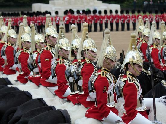 hans-peter-merten-soldiers-at-trooping-colour-2012-queen-s-birthday-parade-horse-guards-whitehall-london-england
