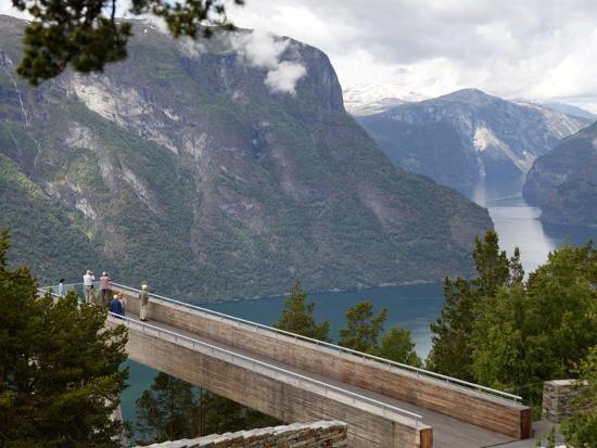 hans-peter-merten-viewpoint-stegastein-near-aurlandsvangen-aurlandsfjorden-sogn-og-fjordane-norway-scandinavia-e