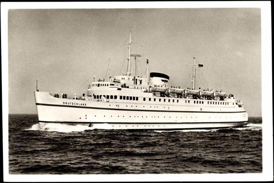 hapag-hochsee-faehrschiff-deutschland-in-fahrt