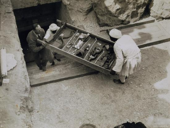 harry-burton-tray-of-chariot-parts-being-removed-from-the-tomb-of-tutankhamun-valley-of-the-kings-1922