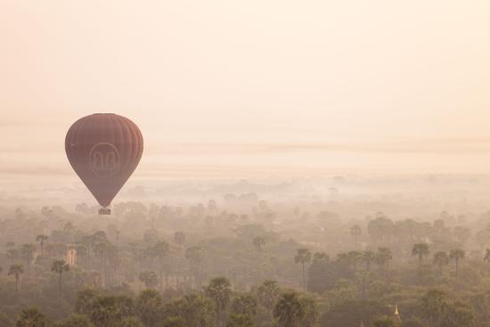 harry-marx-aerial-view-of-ancient-temples-of-bagan-at-sunrise-with-balloon-in-myanmar