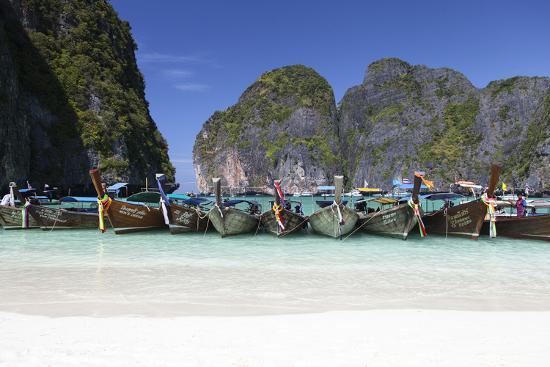 harry-marx-longtail-boats-at-the-beach-maya-bay-at-koh-phi-phi-leh-thailand-andaman-sea