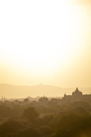 harry-marx-sunrise-over-ancient-temples-of-bagan-myanmar