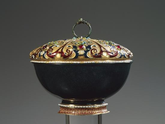 heliotrope-bowl-with-enameled-gold-lid-set-with-rubies-16th-century