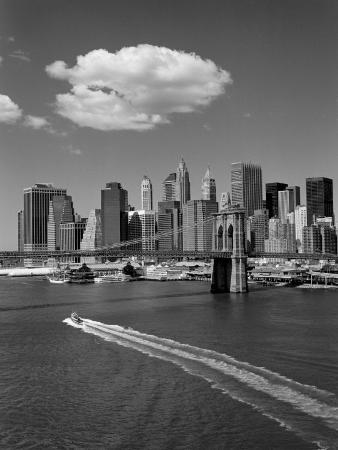 henri-silberman-white-cloud-over-brooklyn-bridge