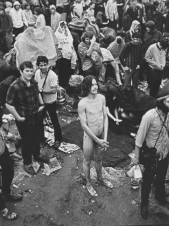 hippies-at-woodstock-music-festival