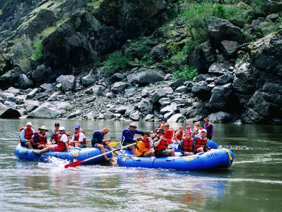 holger-leue-people-on-rafting-trip-snake-river-hells-canyon-idaho