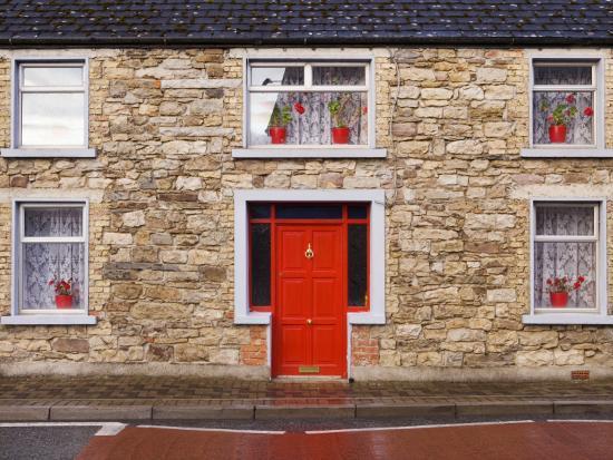 holger-leue-red-door-and-red-flowers-in-window