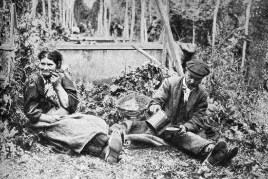 hop-pickers-kentish-hop-fields-c1922