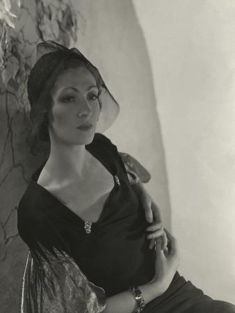 horst-p-horst-vogue-february-1934-woman-in-black-dress-with-lame-sleeves