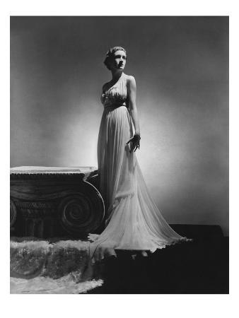 horst-p-horst-vogue-february-1936-chiffon-gown-by-madame-gres